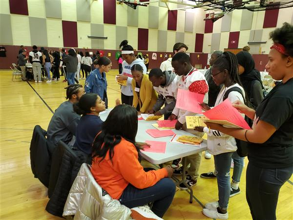 Students learn more about the financial aid process.